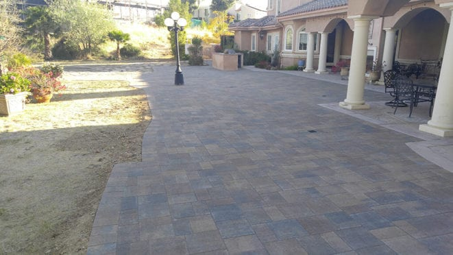 Belgard Backyard Area in Lafitt Bella Pavers