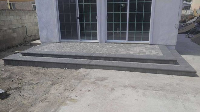 Steps: Charcoal Bullnose with Gray Charcoal Pavers