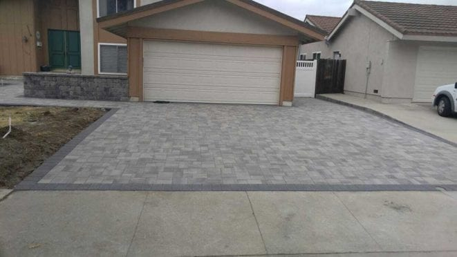 Courtyard Pavers with-Charcoal Border