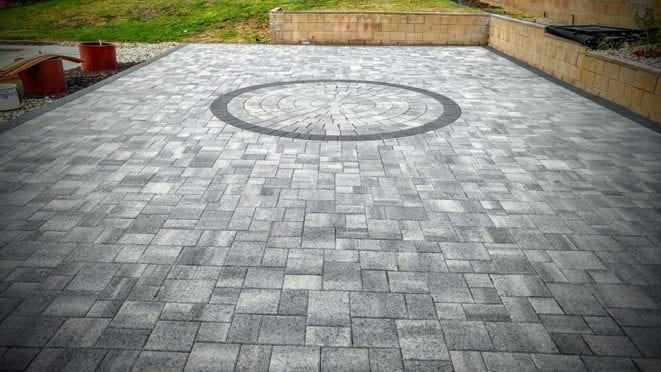 Circles: Gray Charcoal Circle Kit with Charcoal Border and Courtyard Pavers