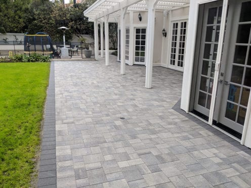 Angelus Antique Cobble Gray Charcoal Pavers Patio  with Charcoal Border
