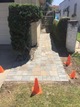 Sand Stone Mocha and Gray Charcoal Paver Walkway